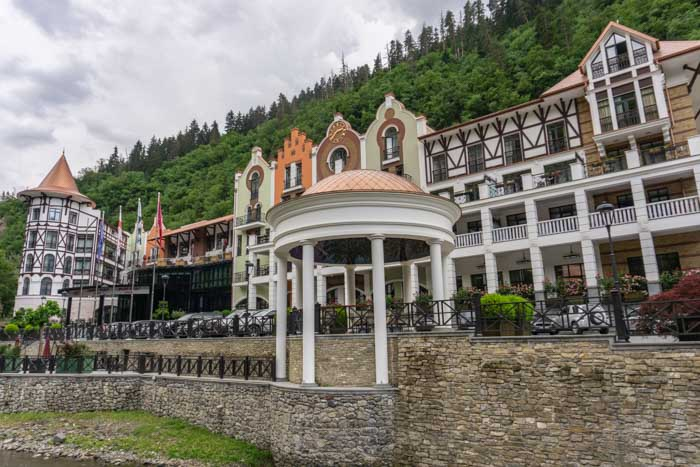 Crown Plaza Hotel: where to stay in borjomi