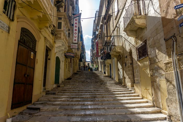 Explore Valletta by foot