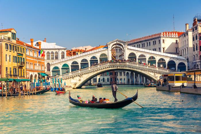 Rialto Bridge in Venice is a must see no matter how manys you spend in Venice