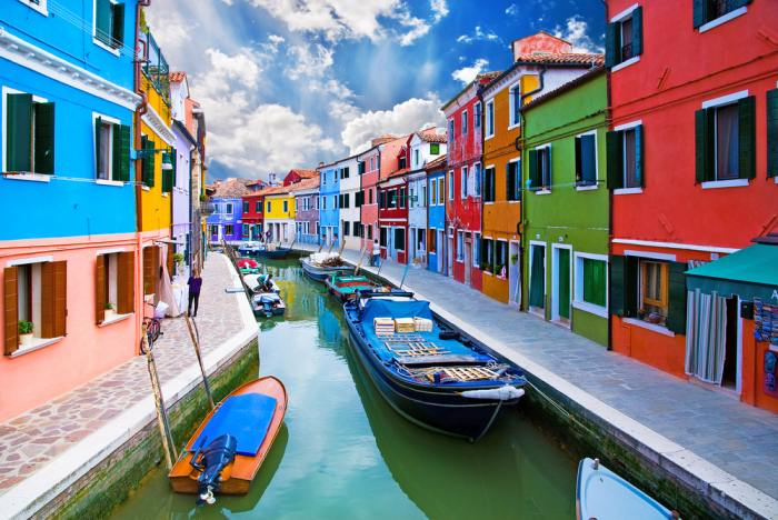 Spending more days in Venice allows you to visit Burano