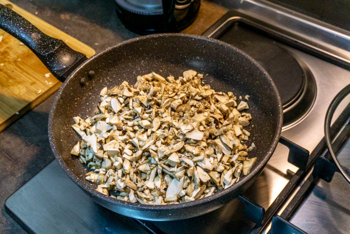 Raw mushrooms for your georigan dumplings recipe