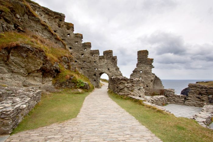 Ruins of Tintagel castle is a great place to explore on day 1 of your Cornwall itinerary